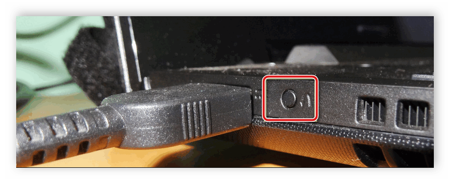 Кнопка запуска Boot Menu сбоку корпуса ноутбука