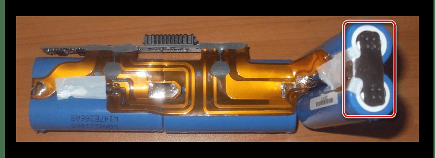 Отключение клемм на ячейках батареи ноутбука