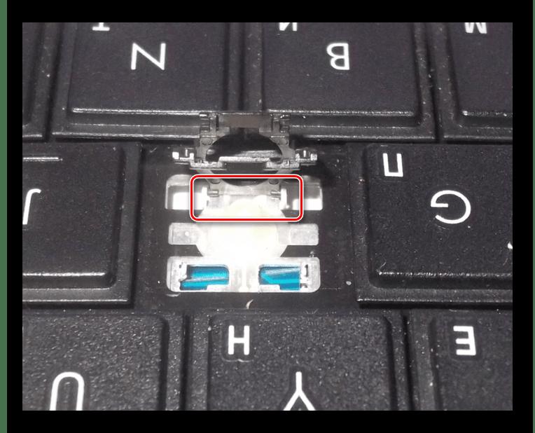 Установка крепления клавиши на ноутбуке