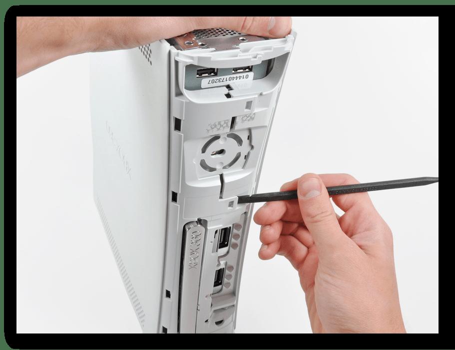 Открытие корпуса в передней панели Xbox 360 Fat