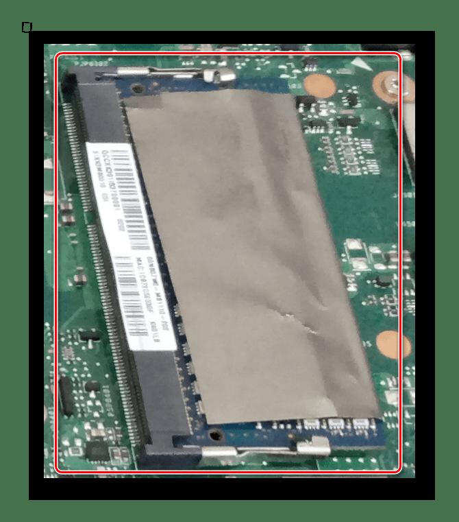Слот оперативной памяти на материнской плате ноутбука