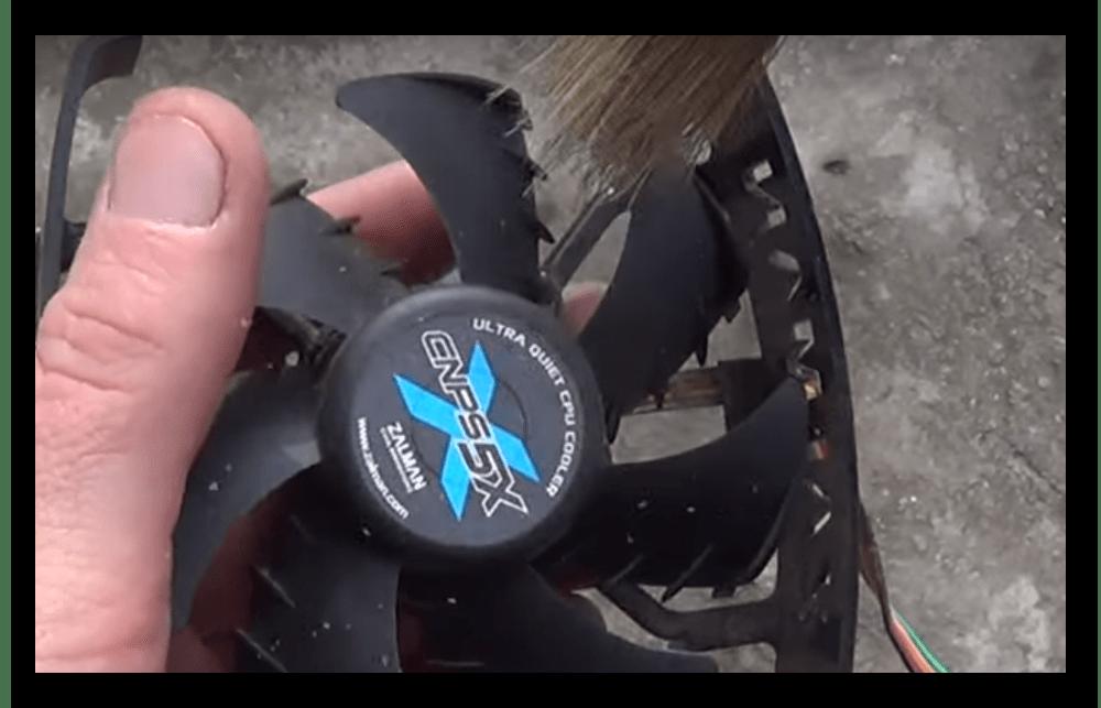 Очистка крыльчатки кулера ЦП