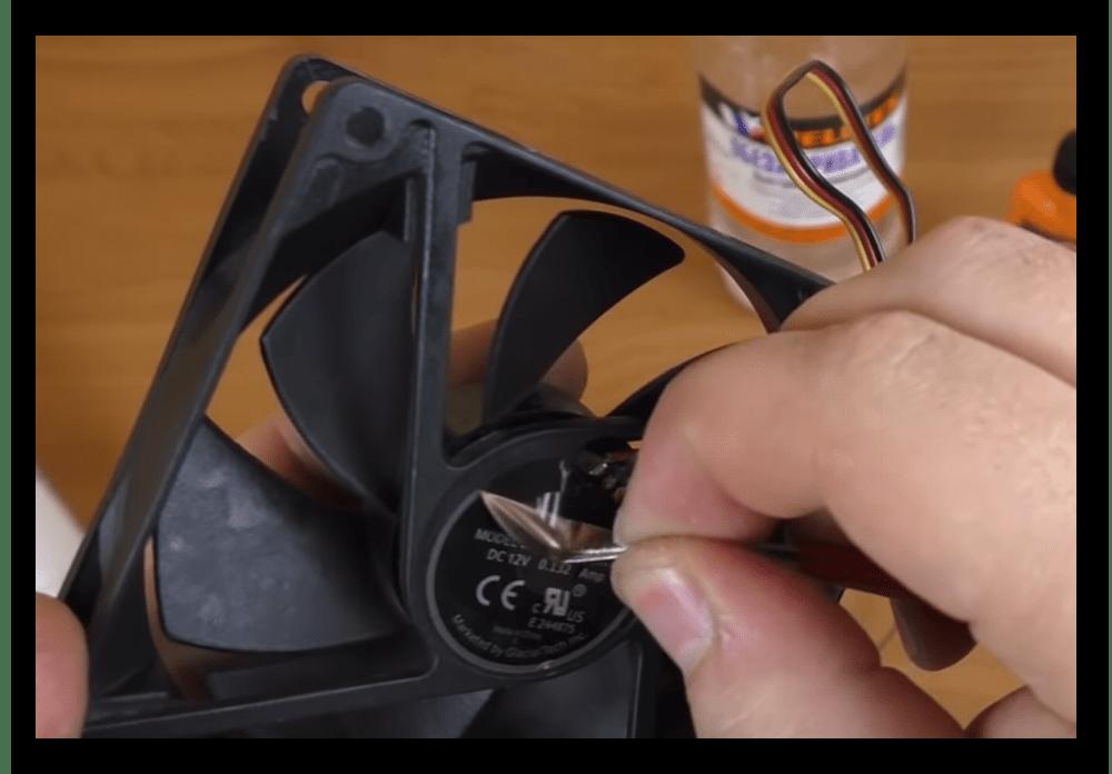 снятие защитной наклейки с кулера