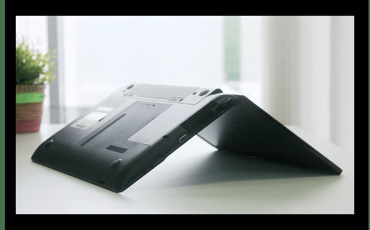 Перевернутый клавиатурой вниз ноутбук после попадания жидкости