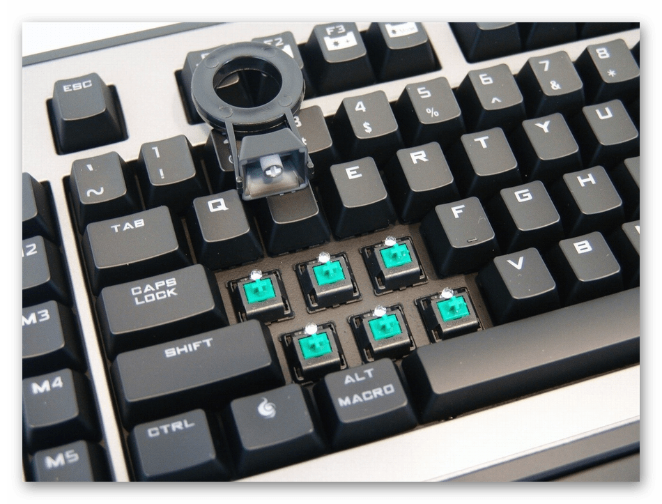 Снятие колпачков механической клавиатуры при ее полной разборке