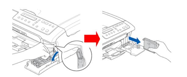 Извлечение картриджа из струйного принтера Brother для его замены