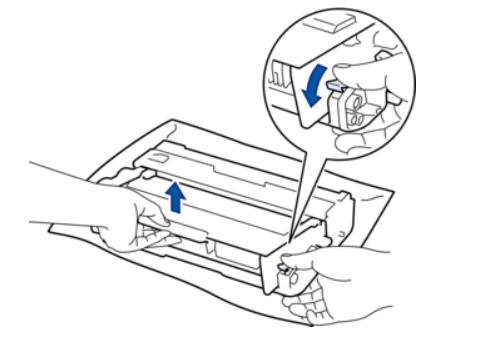 Извлечение тонера из фотобарабана лазерного принтера Brother для его замены
