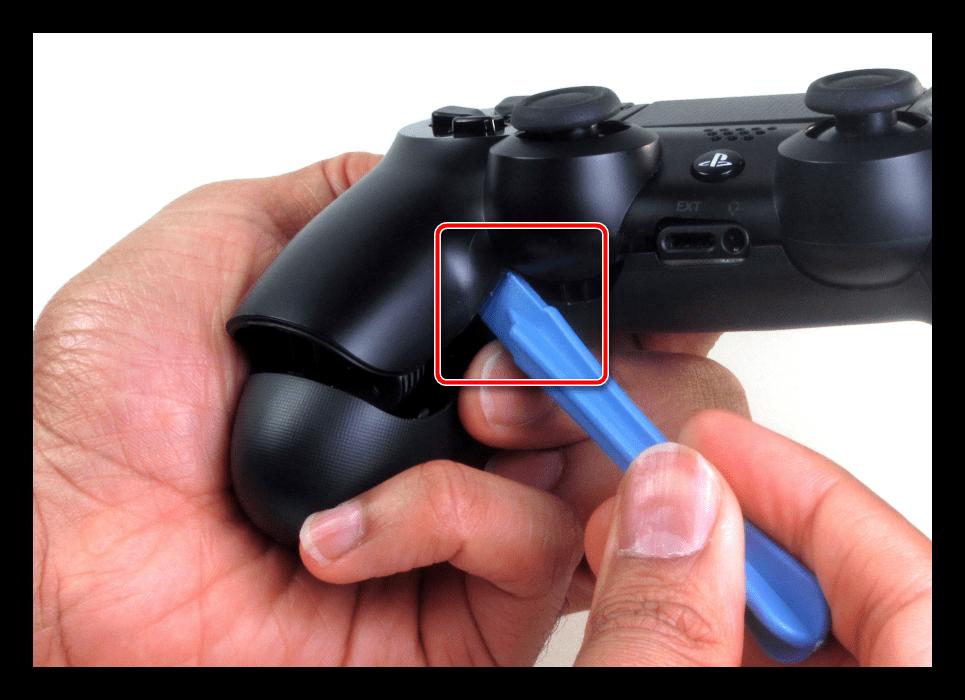 Первый метод отщёлкивания половинок для разборки джойстика ps4