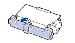 Распаковка нового картриджа лазерного принтера Brother для его замены