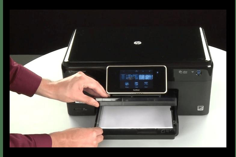 Использование бумаги для чистки ролика захвата принтера при решении проблемы с печатью полосами