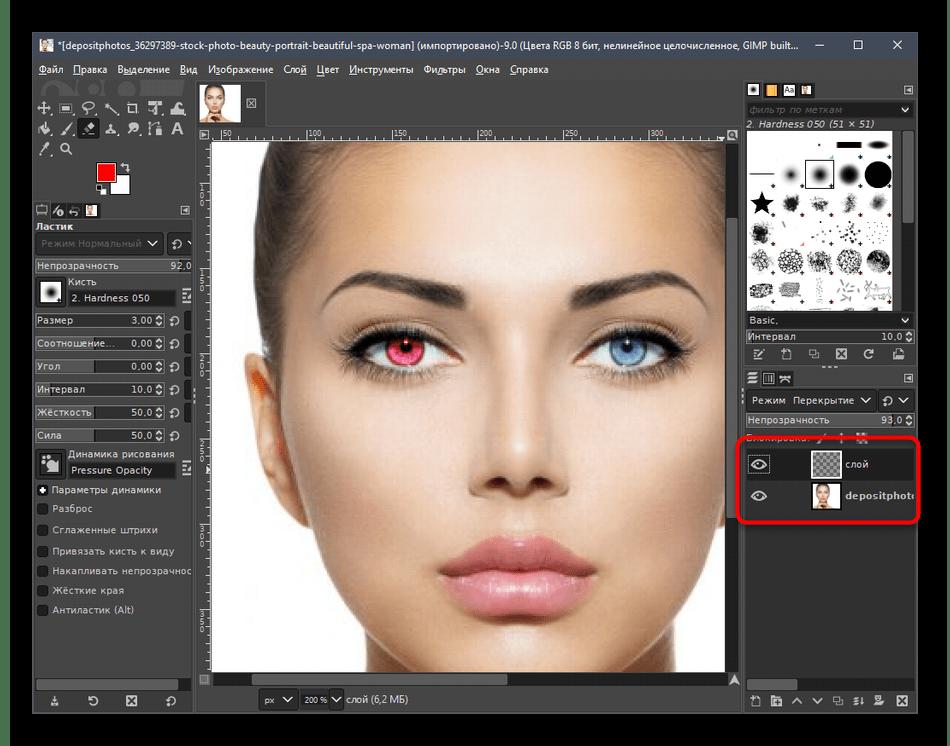 Выбор слоя для объединения после создания красных глаз на фото в программе GIMP