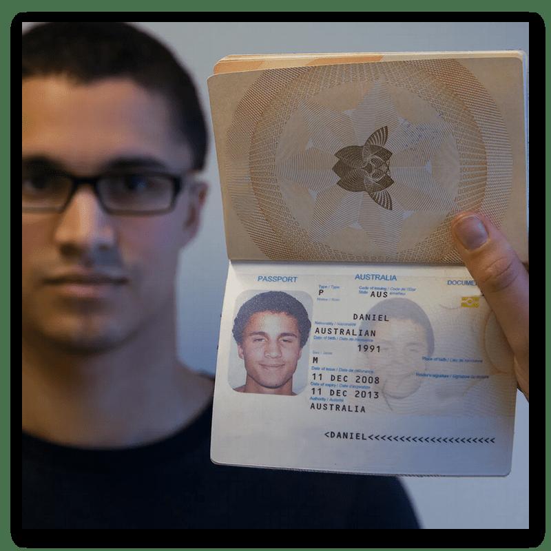 Фотография с паспортом для составления обращения в поддержку Discord при смене возраста