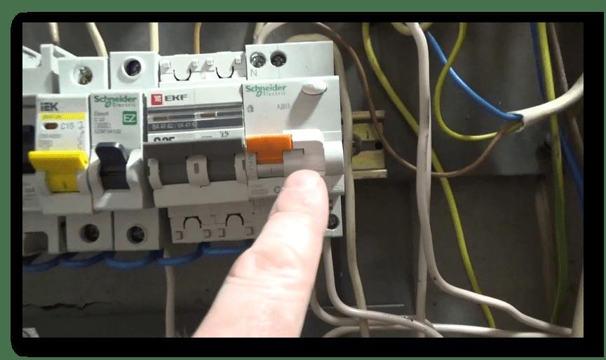 Проверка электрического щитка для решения проблемы с включением принтера