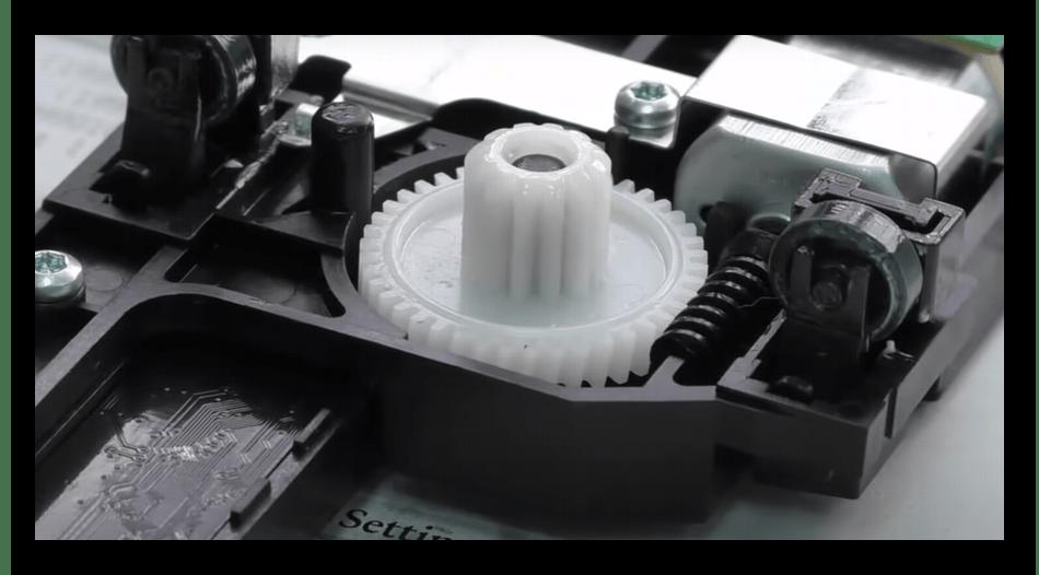 Проверка шестеренок сканера для решения ошибки E8 на принтере HP LaserJet 1132