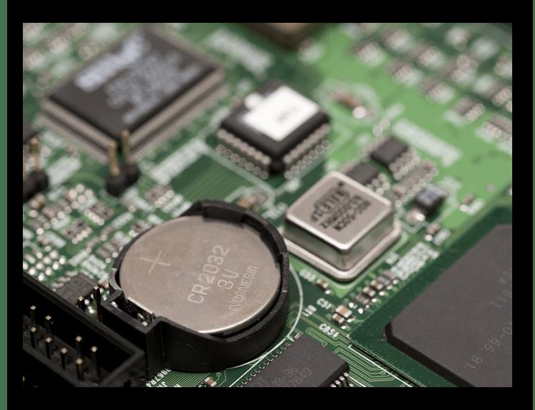 Замена батарейки на материнской плате для решения проблем с выходом из BIOS в Windows 7