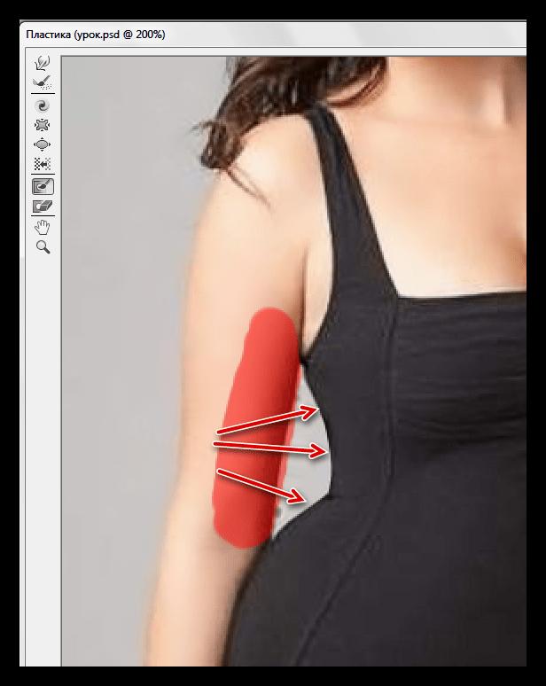 Воздействие инструментом Деформация на изображение для уменьшения талии в Фотошопе