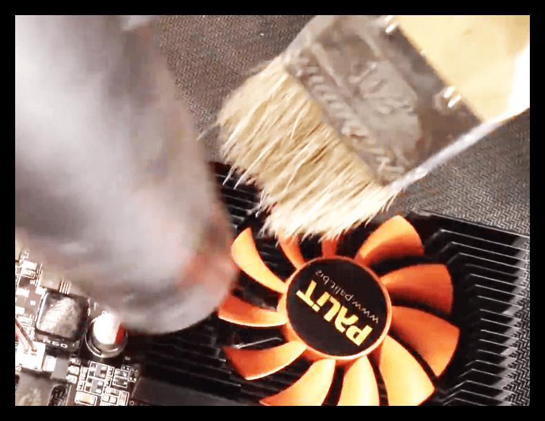 Удаление пыли из системы охраждения видеокарты при помощи пылесоса