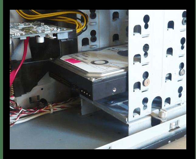 Установленный жесткий диск в системном блоке