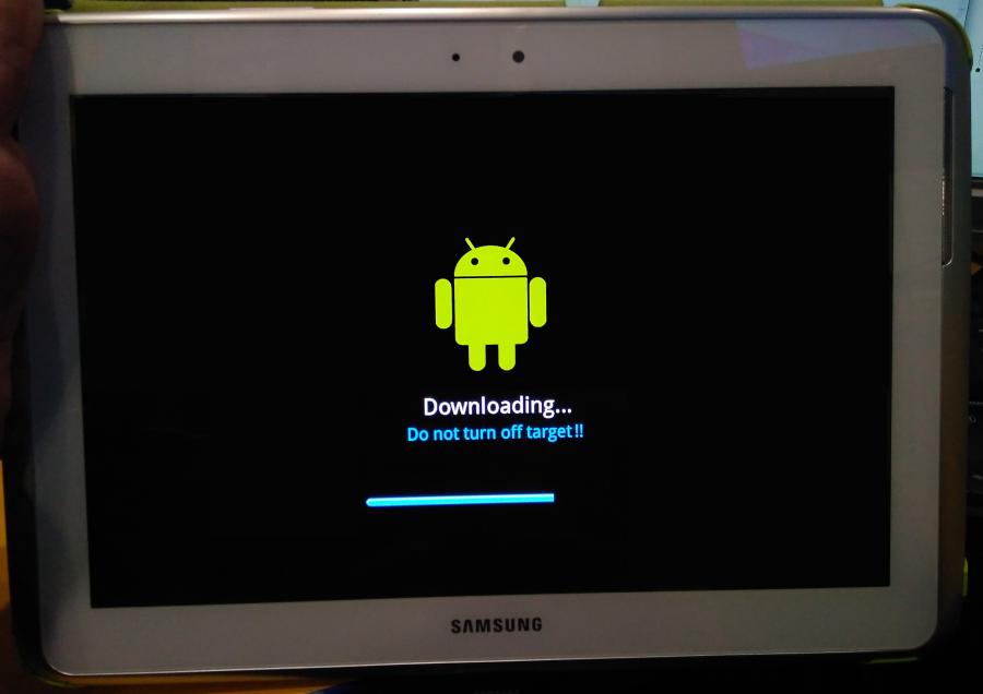 Samsung Galaxy Note 10.1 N8000 Smart Switch прогресс обновления прошивки на экране планшета