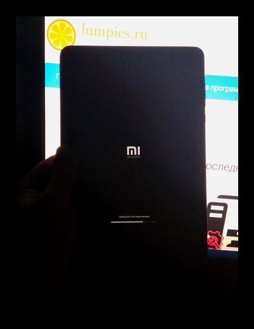 Xiaomi MiPad 2 прогресс установки прошивки на экране девайса