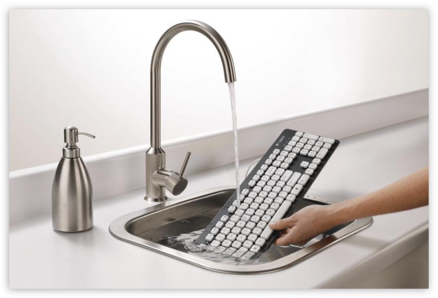 мытье клавиатуры под водой