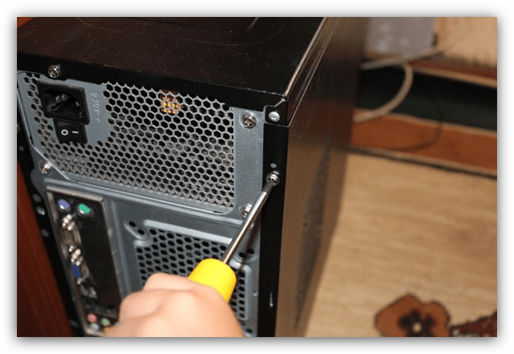 откручивание боковой панели в системном блоке