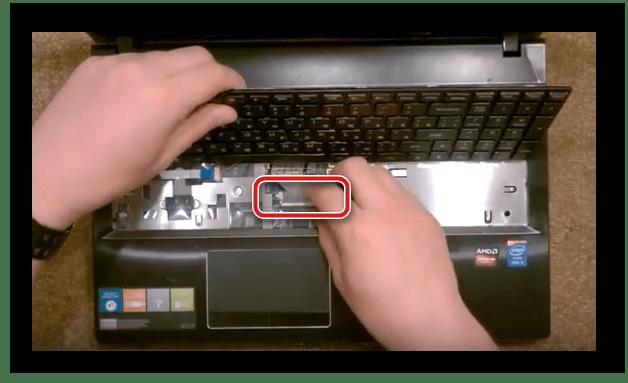 Отсоединение шлейфа клавиатуры Lenovo G500