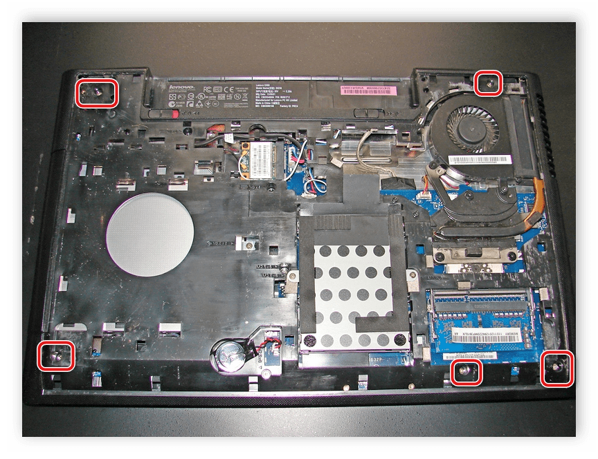Выкручивание винтов для отсоединения передней панели Lenovo G500