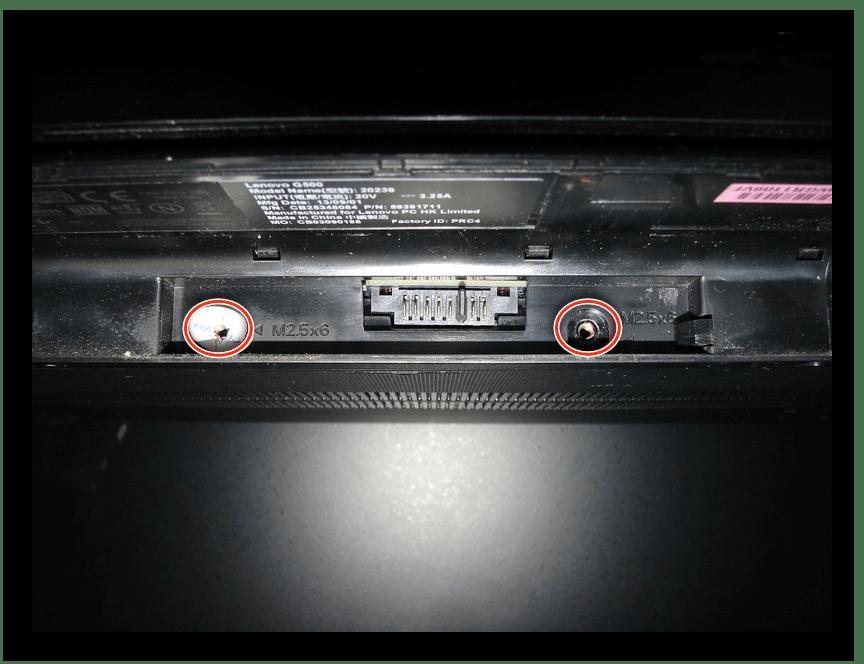 Выкручивание винтов под батареей Lenovo G500