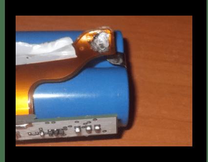 Отключение отрицательного контакта в батарее ноутбука