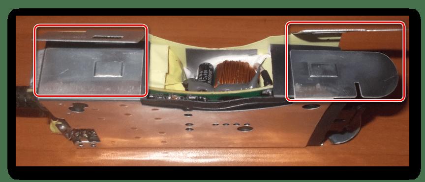 Открытие внутреннего корпуса адаптера питания