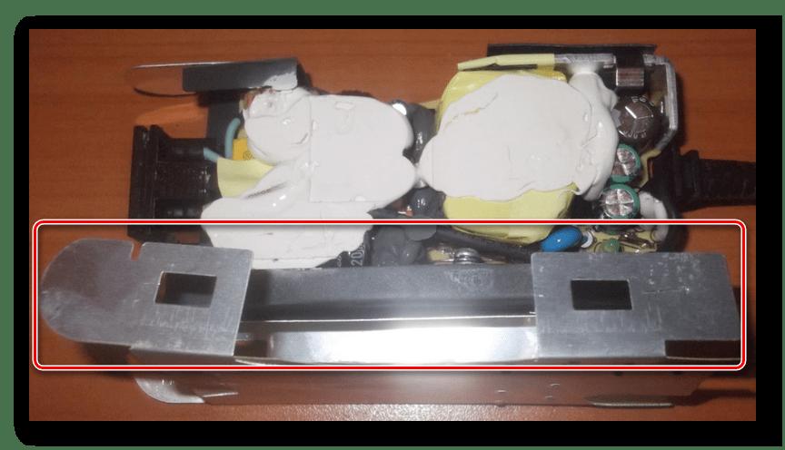 Закрытие металлического корпуса адаптера питания