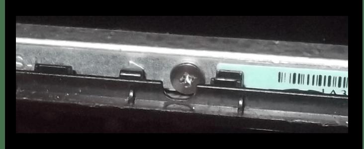 Боковое крепление матрицы ноутбука в корпусе