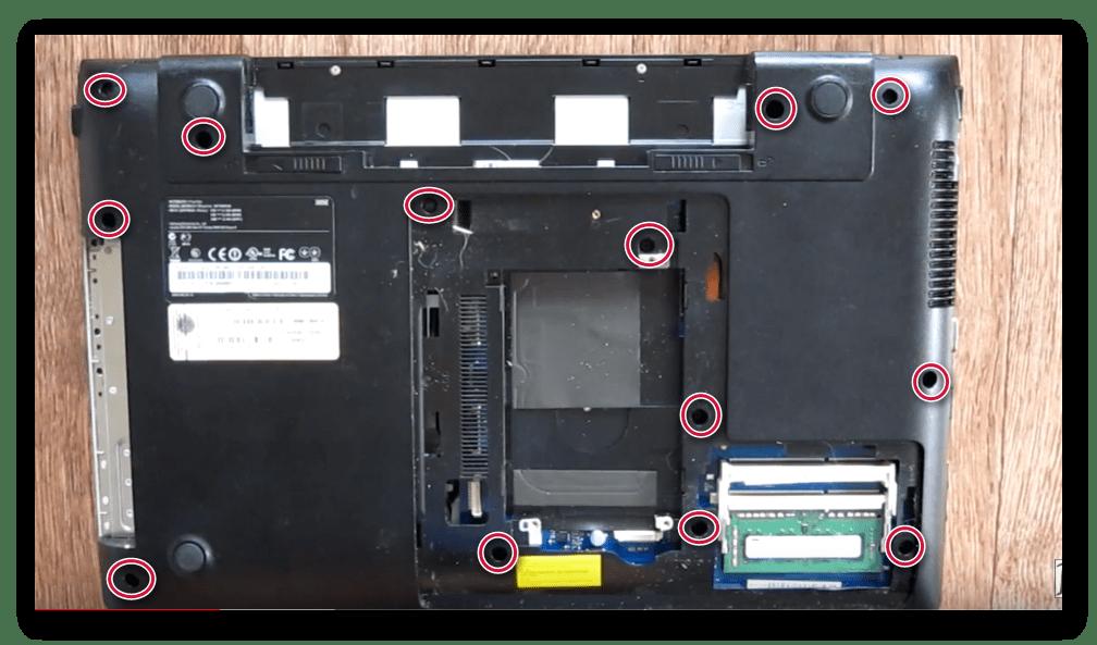 Снятие задней крышки ноутбука Samsung