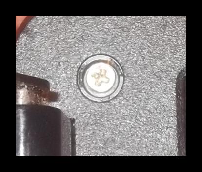 Закрытие корпуса экрана от ноутбука винтами