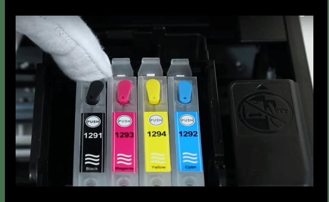 Кнопка сброса на принтерном картридже
