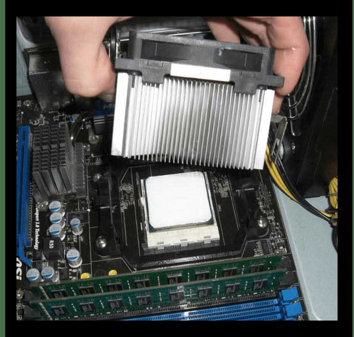 Снять процессорный кулер с материнской платы
