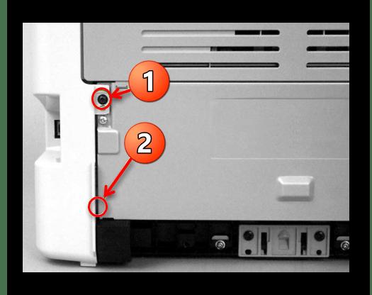 Откручивание винта крепления боковых крышек принтера Canon при уверенностью  его разборке