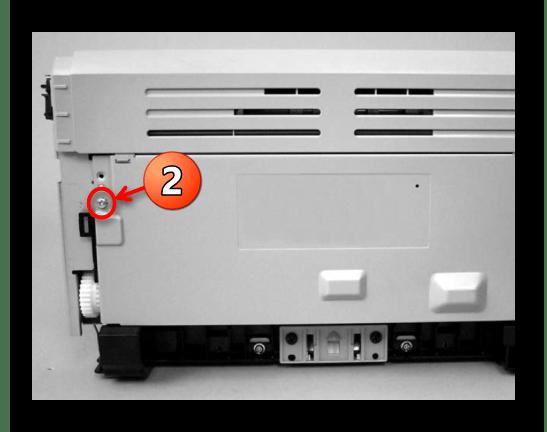 Откручивание винта задней части аппарата Canon при разборке
