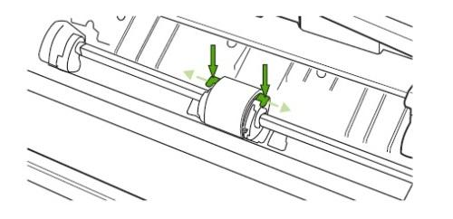 Отсоединение ролика захвата путем разжатия пластмассовых креплений на принтере Canon