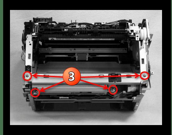 Отвинчивание креплений панели двигателя принтера Canon