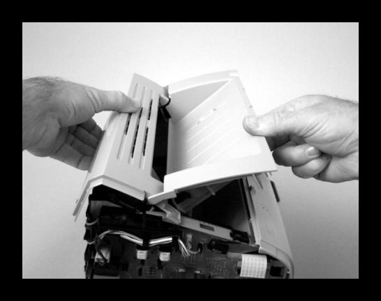 Снятие верхней крышки принтера Canon при его разборке