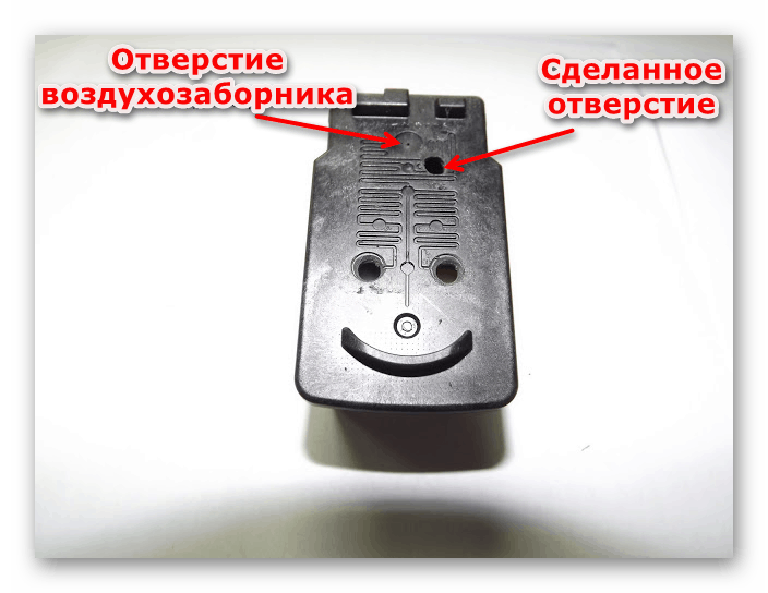 Демонстрация отверстия для прохождения воздуха в принтере