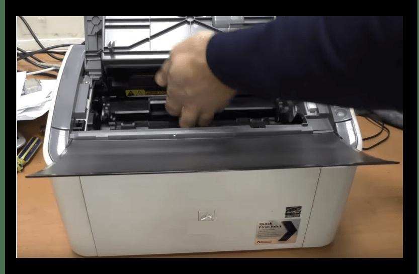 Снятие лазерного картриджа с принтера фирмы  HP